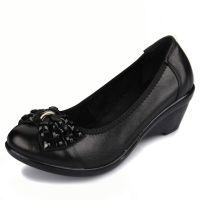 新款女鞋单鞋批发坡跟女士皮鞋中老年妈妈鞋真皮女式皮鞋