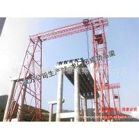 供应160T升高50m龙门吊成功吊梁。