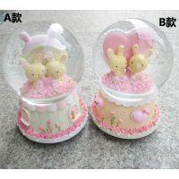 精品店货源 生日礼物 情侣水晶球旋转创意音乐盒 100#玫瑰兔