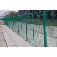 高速公路护栏网、武昌公路护栏网、龙泰百川栅栏(在线咨询)