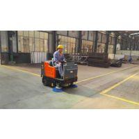 山东潍坊机械厂用1.4米清扫宽度路驰洁Q4驾驶式吸尘扫地车