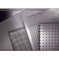 冲孔网用的原材料大多有:不锈钢板、铝板、铁板、低碳钢板、镀锌板、 PVC 、冷轧卷等。