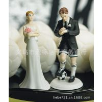 欧式足球情侣人偶蛋糕装饰 树脂工艺品 蛋糕摆饰 婚房摆件