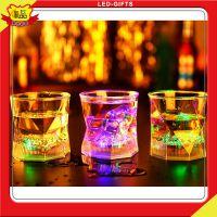 火狼钻石手柄杯子感应倒酒水发光钻石杯酒吧炫丽七彩杯菠萝杯批发