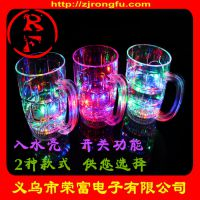 新款感应发光啤酒杯闪光杯酒吧闪光用品批发节日礼品定制发光玩具
