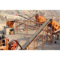 行业人员近距离观察制砂生产线的日常工作