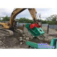 安装在挖掘机上的移动破碎站,移动破碎机