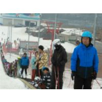 乘坐滑雪场魔毯的注意事项 冰雪行业设备
