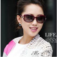 太阳镜潮款偏光太阳镜女钻石款 时尚女墨镜 防UVA 树脂眼镜片
