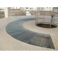 山东威海乳山万通筛网特价供应钢格板水沟盖板主要用来做钢结构平台板、沟盖板、钢梯的踏步板、建筑物吊顶