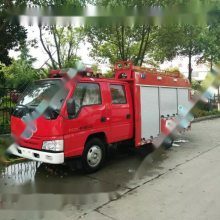 五台国五排放的江铃2吨水罐消防车准备发车云南丽江