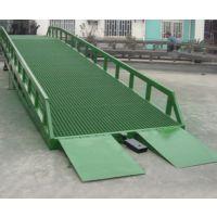 济南伟晨DCQY8-0.75移动登车桥能够快速装卸货物节省人力物力方便快捷 液压式登车桥