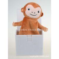 创意搞怪整蛊植绒塑胶音乐盒弹跳公仔猴子