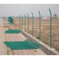 陕西长武县圈地围栏铁丝网 果园防护网 长武县养殖场围栏生产厂家 圈山育林水泥桩铁丝网