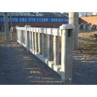开拓创新中原地区铁路护栏去哪找?郑州天艺厂家直销1.8m*3000高铁护栏模具