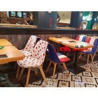 全国连锁餐厅无线智能充电实木餐桌厂家供应,为您打造个性时尚餐厅
