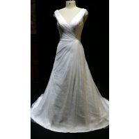 供应婚纱白色新款V领蕾丝 白色新娘鱼尾小拖尾显瘦修身