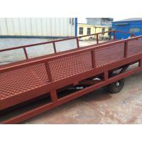 移动式液压登车桥是与叉车配合使用的货物装卸辅助设备 齐齐哈尔市移动式登车桥适用范围 【龙铸机械】