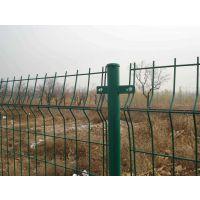 绿色圈地护栏网怎么卖 勾花护栏网价格 钢丝网围墙网生产厂家