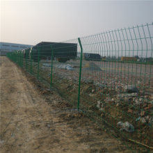 价格便宜的铁丝围栏 万泰双边丝栅栏 圈地用的长孔铁丝网