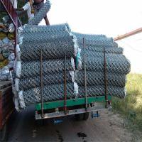 供应PVC包塑菱形孔体育场勾花围网加工定制