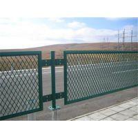硚口公路护栏网、龙泰百川栅栏(图)、公路护栏网专卖