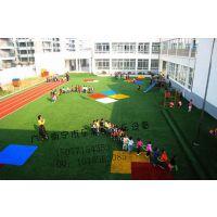 广西南宁乐思宝幼儿园户外滑梯防滑草坪人造草坪绿色人造防滑塑料草坪足球场塑料人造草坪幼儿园设备设施学校