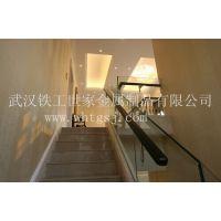 潜江玻璃楼梯表面处理,磨砂钢化玻璃楼梯图片,逸步楼梯玻璃楼梯报价