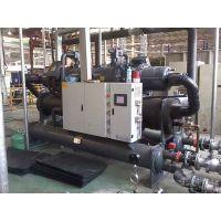 鸿宇混凝土冷水机采用目前国际进的制冰蓄冷技术,其具有制冷、制冰、供冷水及送冰等功能