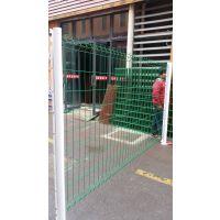 现货供应南京静电喷涂桃型柱护栏网 组装护栏网 白色 黄色绿色