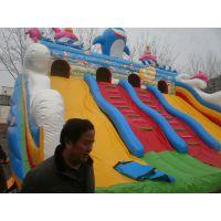 在公园里摆大型充气蹦床生意 游乐场的气垫床怎么经营都挣钱