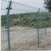 山东威海万通围山浸塑双边丝护栏网 网格结构简练 美观实用;
