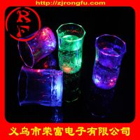 厂家批发LED发光小杯子 闪光杯子 酒吧聚会KTV发光酒杯气氛礼物