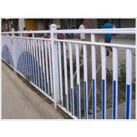苏州白色专用互胜公路锌钢栅栏厂家(公路隔离栏的价格)