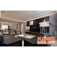 哈尔滨凤凰装饰公司—整体空间以暗色系为主,营造了稳重大气的居室氛围。现代装饰画,和软装的配饰相得益彰