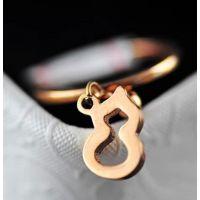 批发钛钢饰品韩版时尚镂空小葫芦玫瑰金 钛钢戒指女款精致J28