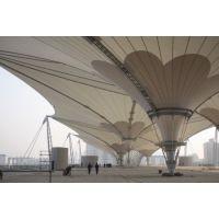 东莞市樟木头膜结构独特的造型是其他结构类型无法比拟的张拉膜厂家故成为近来建筑入口经常采用的形式
