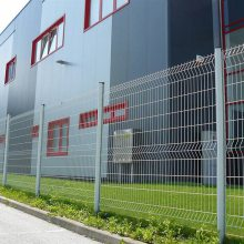 工厂铁丝网围墙高度 惠州桃形柱护栏 栅栏厂家 钢材