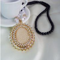 X197 流行精品 黑色佛珠子长款毛衣配饰 太阳花椭圆裂纹琥珀项链