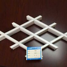 专业生产高铁站吊顶天花白色铝格栅木纹格子天花三角形格栅安顺铝格栅装饰厂家