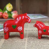 zakka风格 创意树脂摆件 迷你仿木小红马小白马  树脂工艺品批发