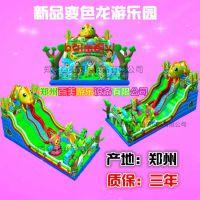 天气正好玩变色龙大滑梯吧!陕西渭南广场充气蹦蹦床定制厂家