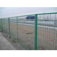 双夹丝护栏网,安平县火狐护栏网厂价格低,出活快