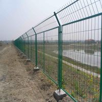 高强度铁丝围网 安全防护钢丝网 万泰定做隔离栅