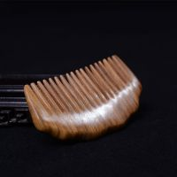 新款纯天然进口绿檀木梳子 六角隆背粗齿檀木保健梳 木质工艺梳子