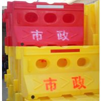 滚塑水马 交通水马 滚塑高围栏水马 全新进口聚乙烯PE塑料为原料,色彩鲜艳、经久耐用的围栏水马