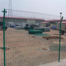 万泰护栏网厂家直销双边丝护栏 常用的铁丝网围栏