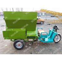 自走式三轮饲料撒料车加工设备厂家 牧场喂养机械 润众
