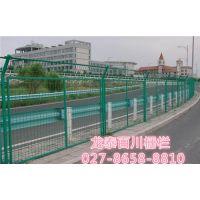 公路护栏网厂家 武昌公路护栏网 龙泰百川栅栏(在线咨询)