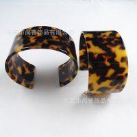 进口树脂流行时尚 仿琥珀手镯 可订制 厂家直销